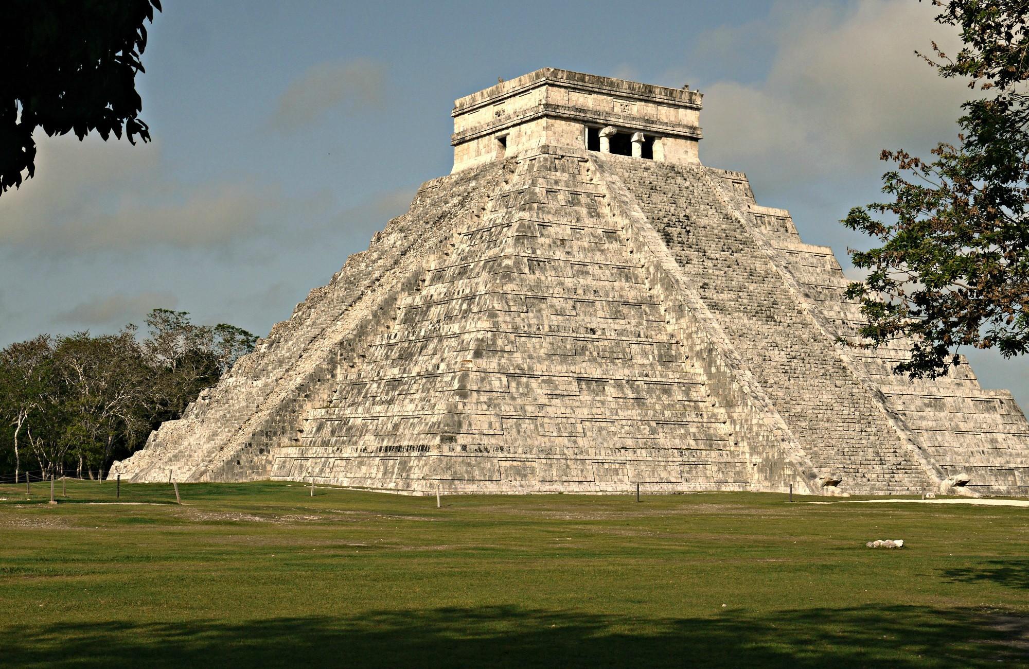 Kukulcan pyramid. Photo by Nicolas Roberth Nichifor