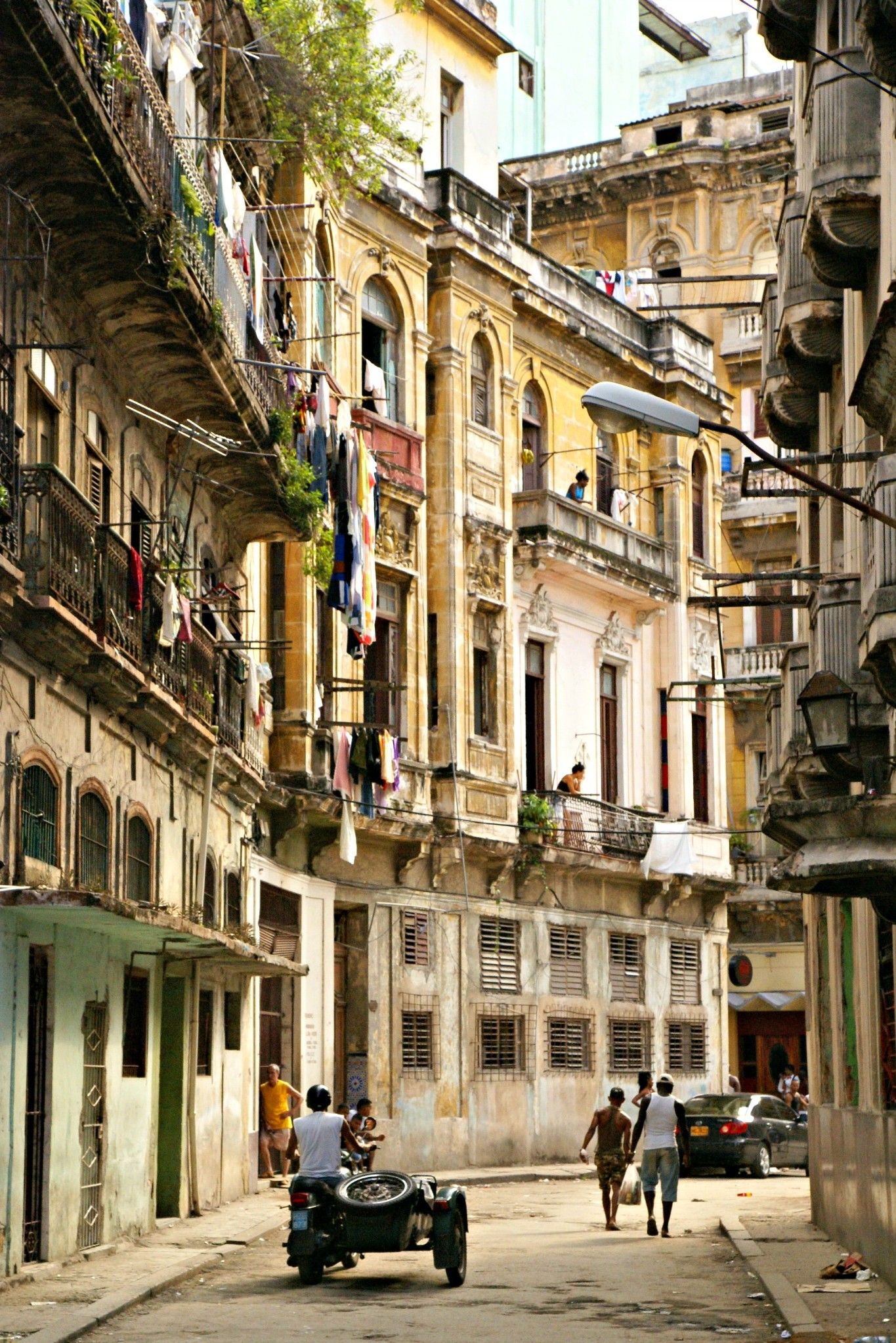 The beautiful crumbling buildings of Havana. Photo by Ovidiu Balaj