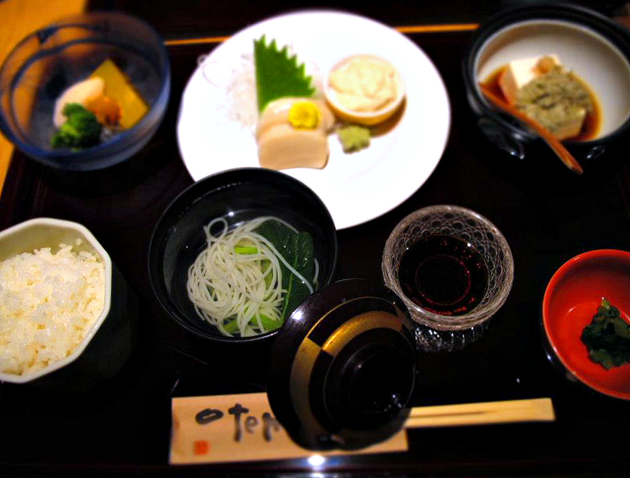 An authentic japanese dinner set that includes rice, tofu, nyumen, or tsuyu hot noodle. Photo by Ng Siew Cheng