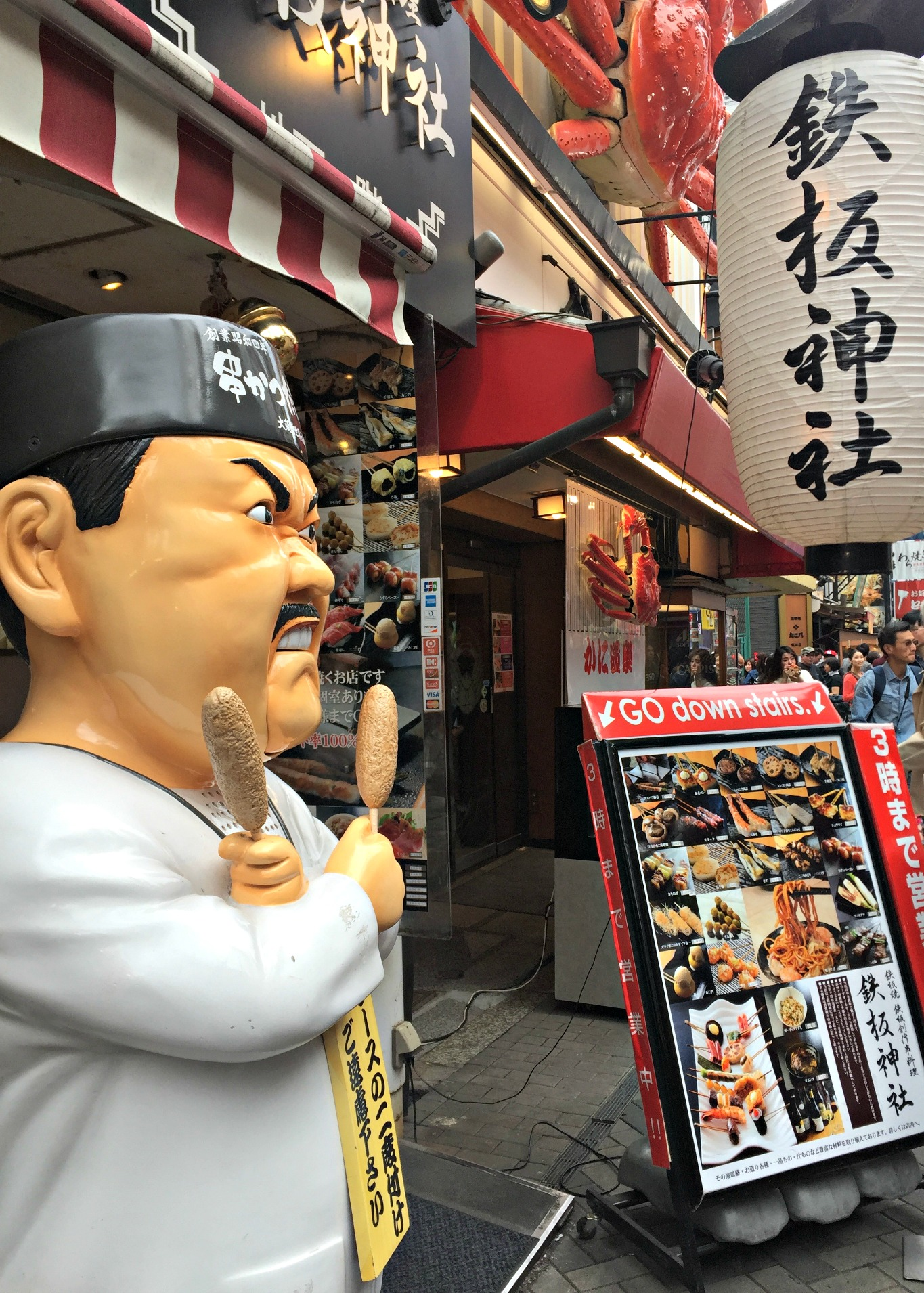 One of the many restaurants in Dotonburi. Photo by Mitsuhiro Munakata