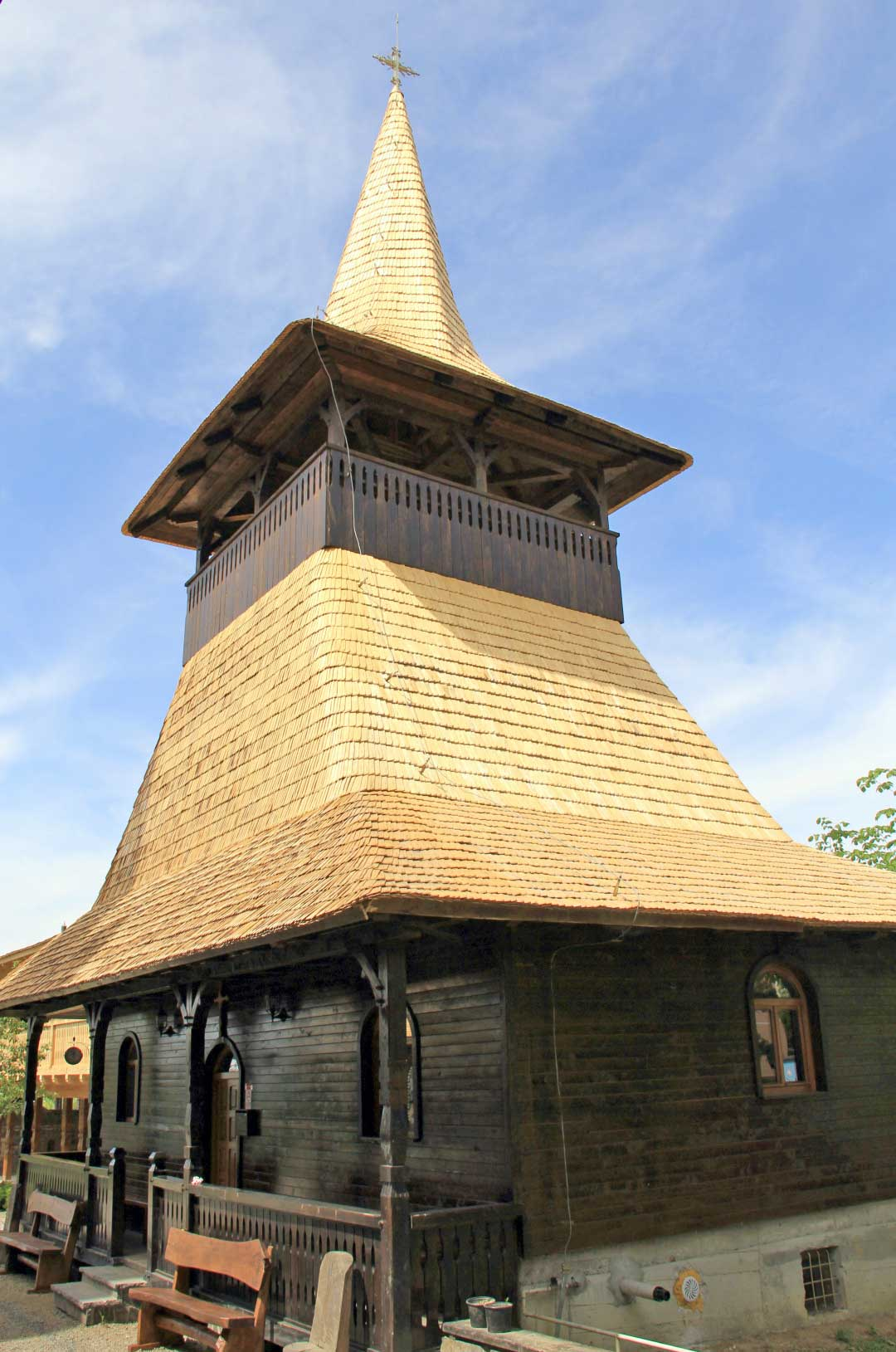 A wooden church in Baia Sprie. Even if new, it respects the old traditional local design. Photo by Ovidiu Balaj