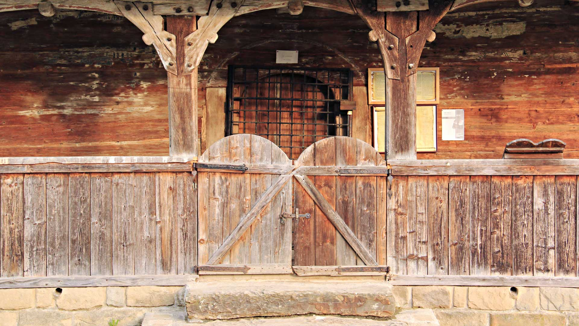 Just before Vadu Izei, I stopped once again, when I spoted another wooden church nearby the road. This is the entrance gate. Photo by Ovidiu Balaj