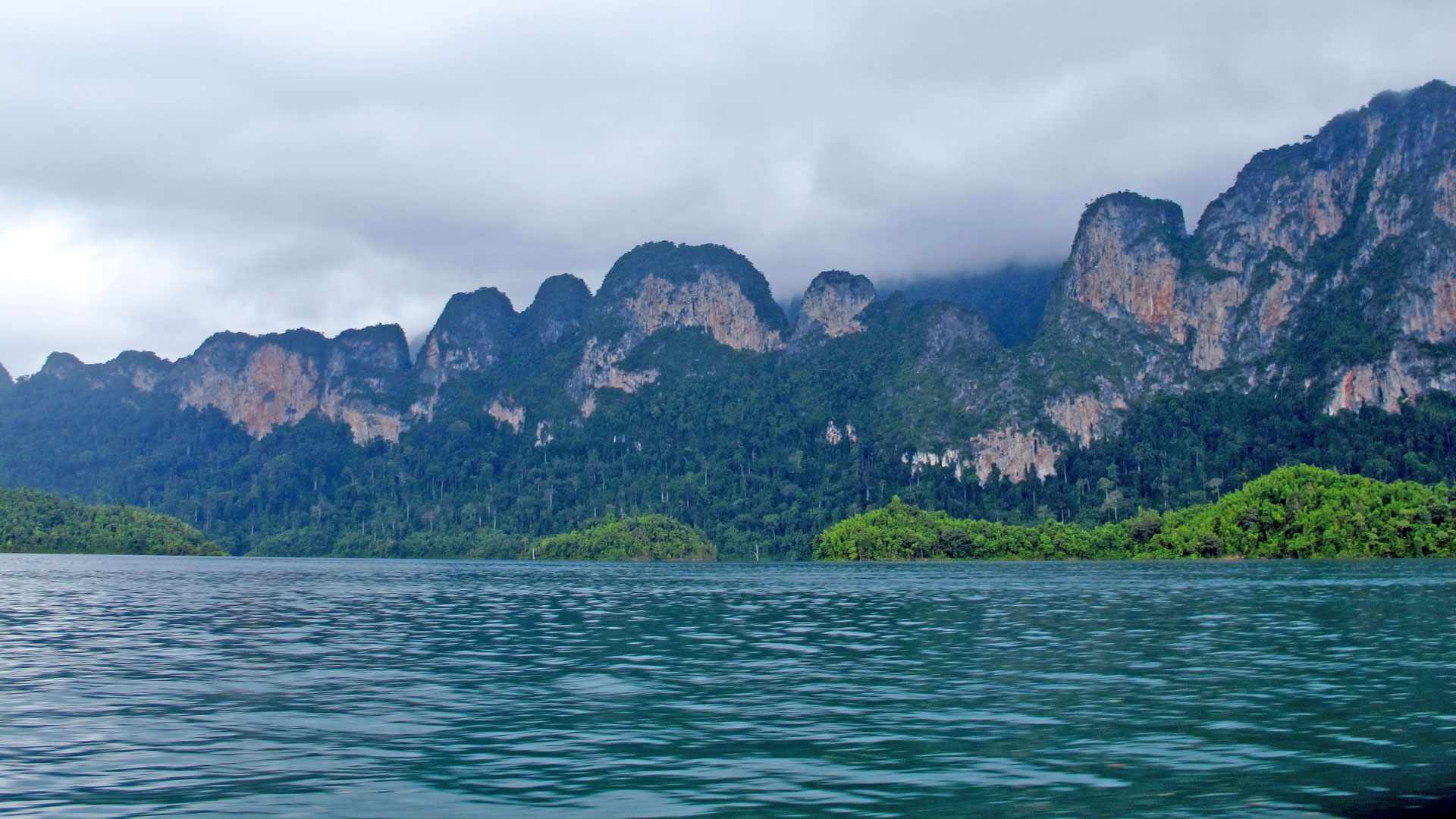 The vivid water of the lake. Photo by Ng Siew Cheng
