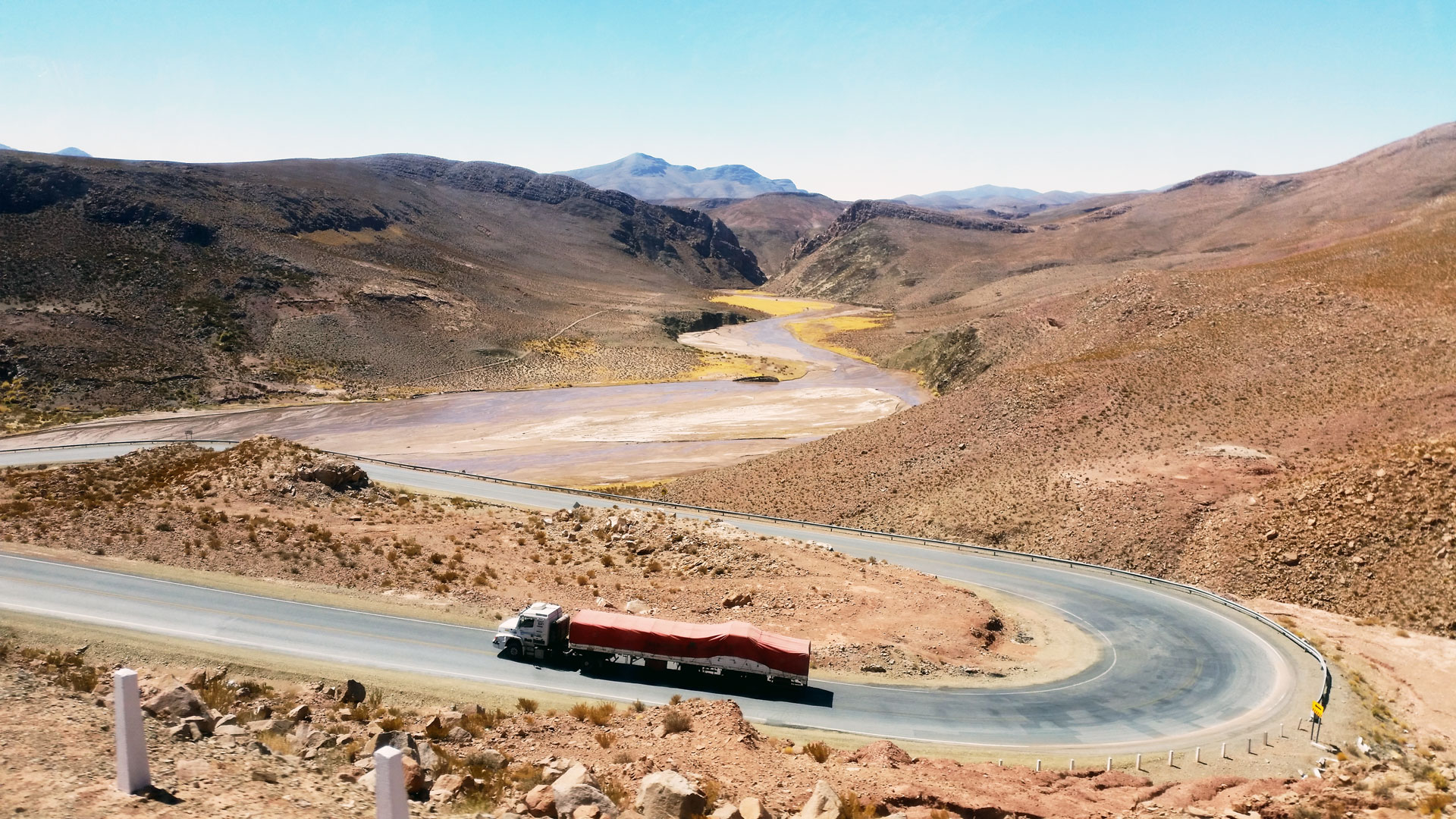 Getting closer to Paso Jama, situated at 4.400 meters, which is the favored border crossing for trucks and international buses to Chile. Photo by Ovidiu Balaj