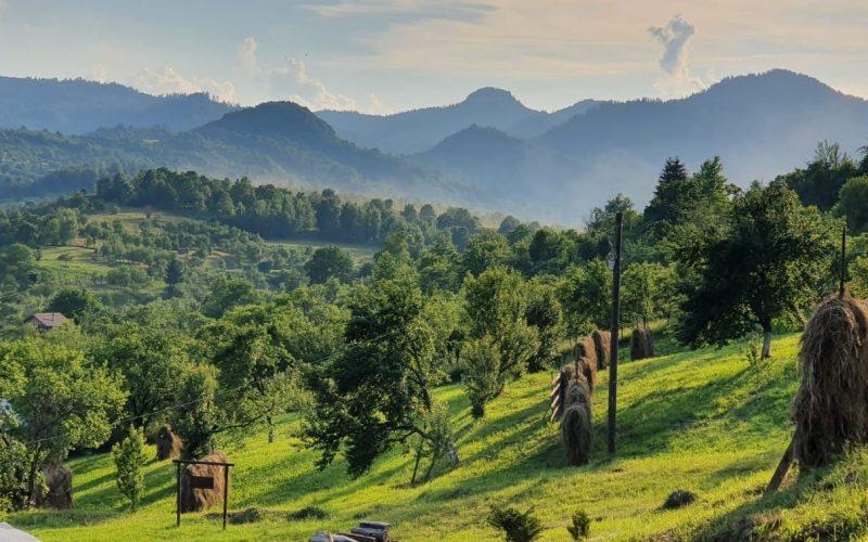 Peisaj cu Valea Izei dinspre Botiza.