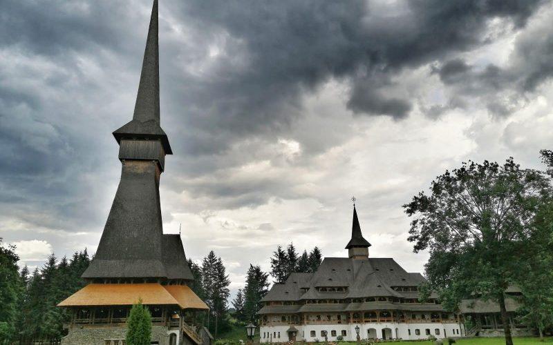 Biserica de lemn din Peri, cea mai înalta din lume.