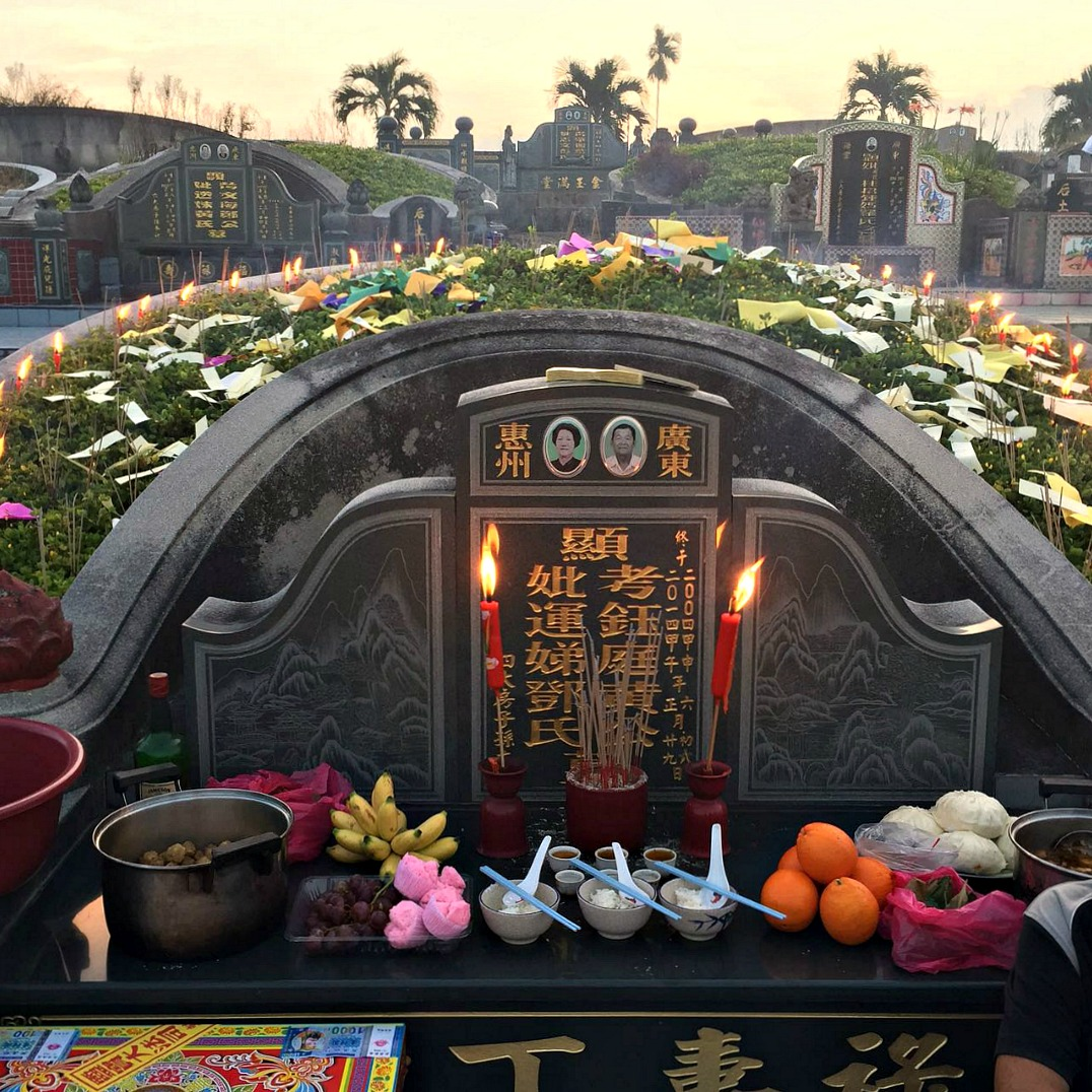 Chinese grave in Malaysia. Photo by Ng Siew
