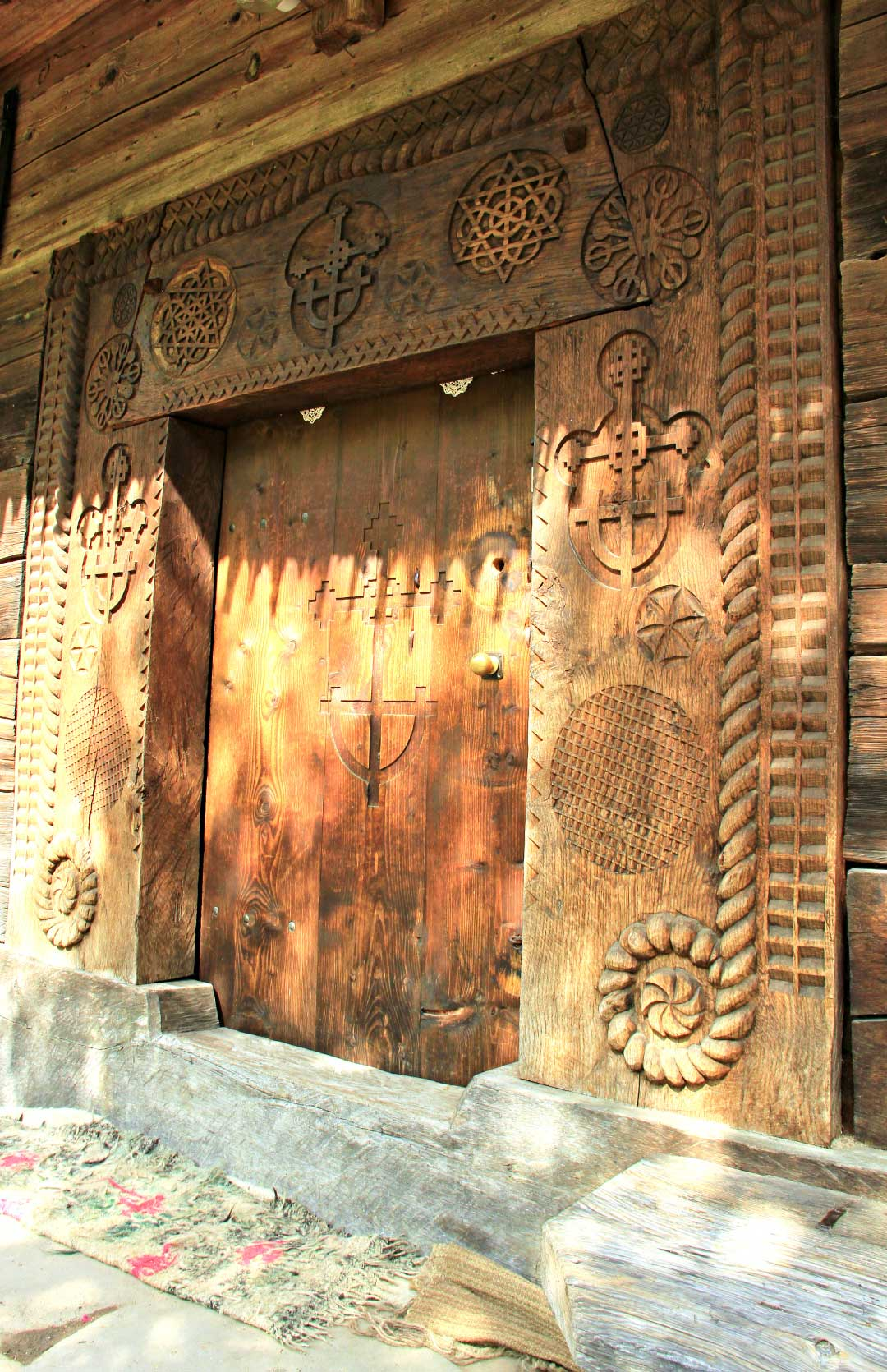 The entrance door of the church. Photo by Ovidiu Balaj